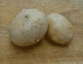 A krumplik a megpucolásra vár.