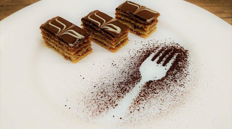 csokimáz, csokimáz recept, csokimáz zserbóra, csokimáz csokiból, csokimáz süteményre, zserbó receptek, zserbó szelet, zserbó nagymamámtól, zserbó készítés, zserbó készítése, zserbó torta, egyszerű zserbó szelet, fantasztikus mézes zserbó, eredeti zserbó recept, négylapos zserbó recept, cukrász mézes zserbó recept