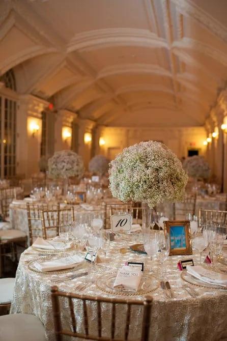 Elegáns esküvői asztaldísz