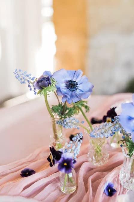 Jácint tavaszi esküvő asztaldísz