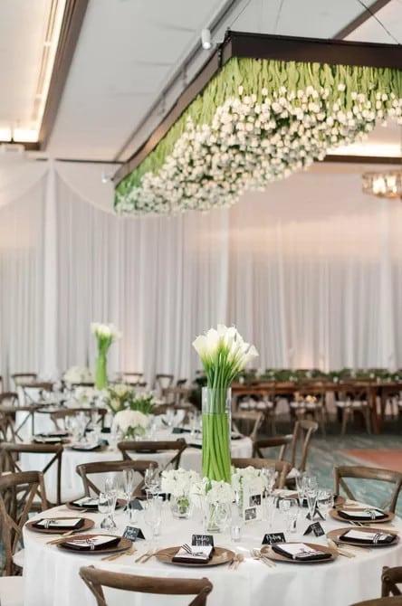 Modern Calla Lily esküvői asztaldísz