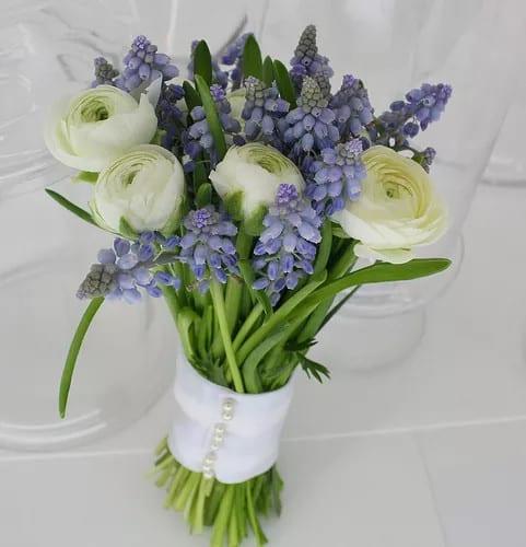 Kék tavaszi menyasszonyi csokor