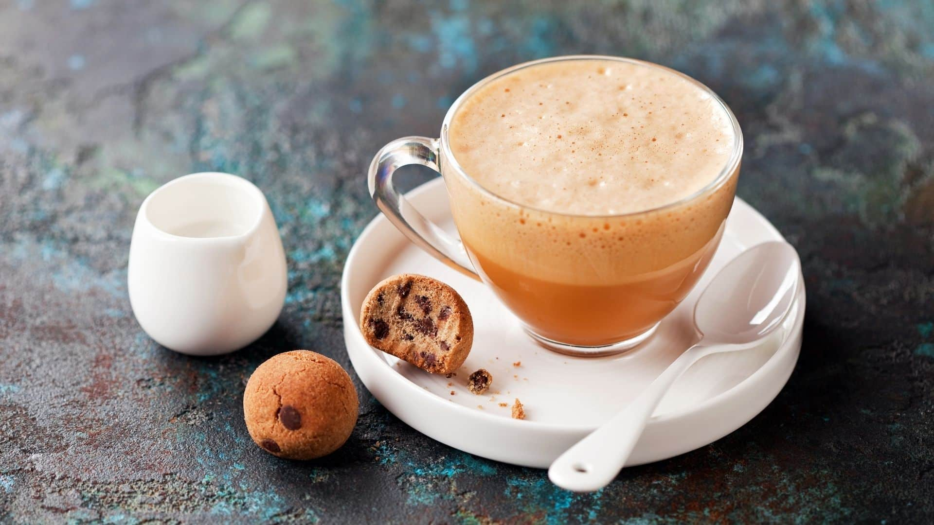 Pörkölt cikória gyökéres kávé lehet a válasz, amelyet keres, ha el kell hagynia a kávét, és egy italra van szüksége, amely valamivel robusztusabb, mint a tea. Mindezt megteheti cikória kávé házilag elkészíti.