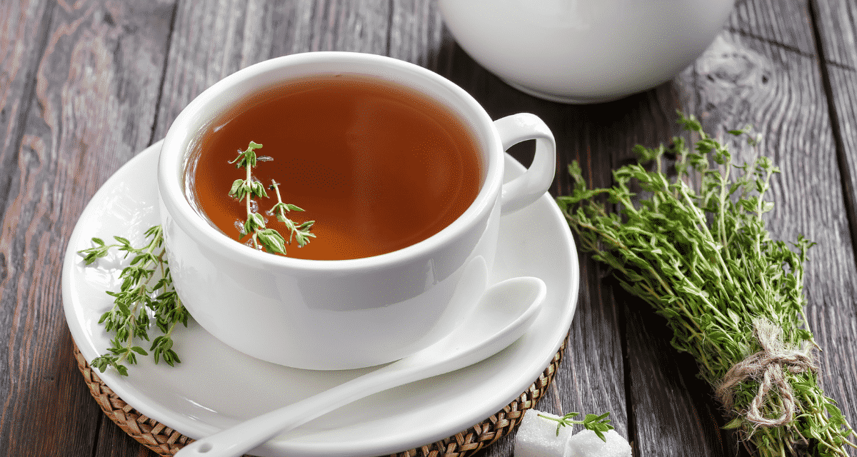 Az egyik legjobb dolog a teában az, hogy mindig ott van, amikor szükséged van rá, nem számít, miért van rá szükség. Emésztési problémái vannak ? Szeretne nyugodtan aludni éjszaka? Megfázás kezdődik? Gyakorlatilag minden célra van tea. A kakukkfű tea hatásai, még egy csésze tea főzésének megismerjük, mint önmagában is terápiás tea. Míg a zöld, a kamilla, vagy a fekete teák a legnépszerűbbek, sok más kevésbé felfújt teát is kínálnak, amelyek tele vannak előnyökkel, beleértve a kakukkfű teát is.