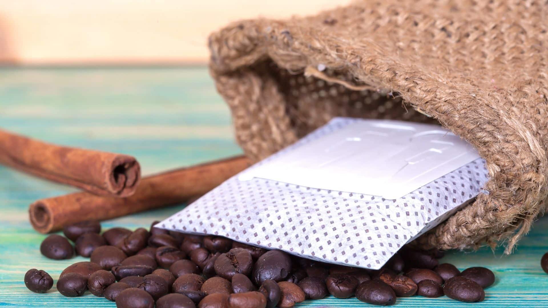Amikor a fogyasztók a szupermarketek folyosóin bolyonganak a tökéletes kávé csomag után, vagy megvásárolják az ismert márkákat, vagy azokat, amelyek nekik ugranak, és arra késztetik őket, hogy teszteljék őket kávé csomagolás után.