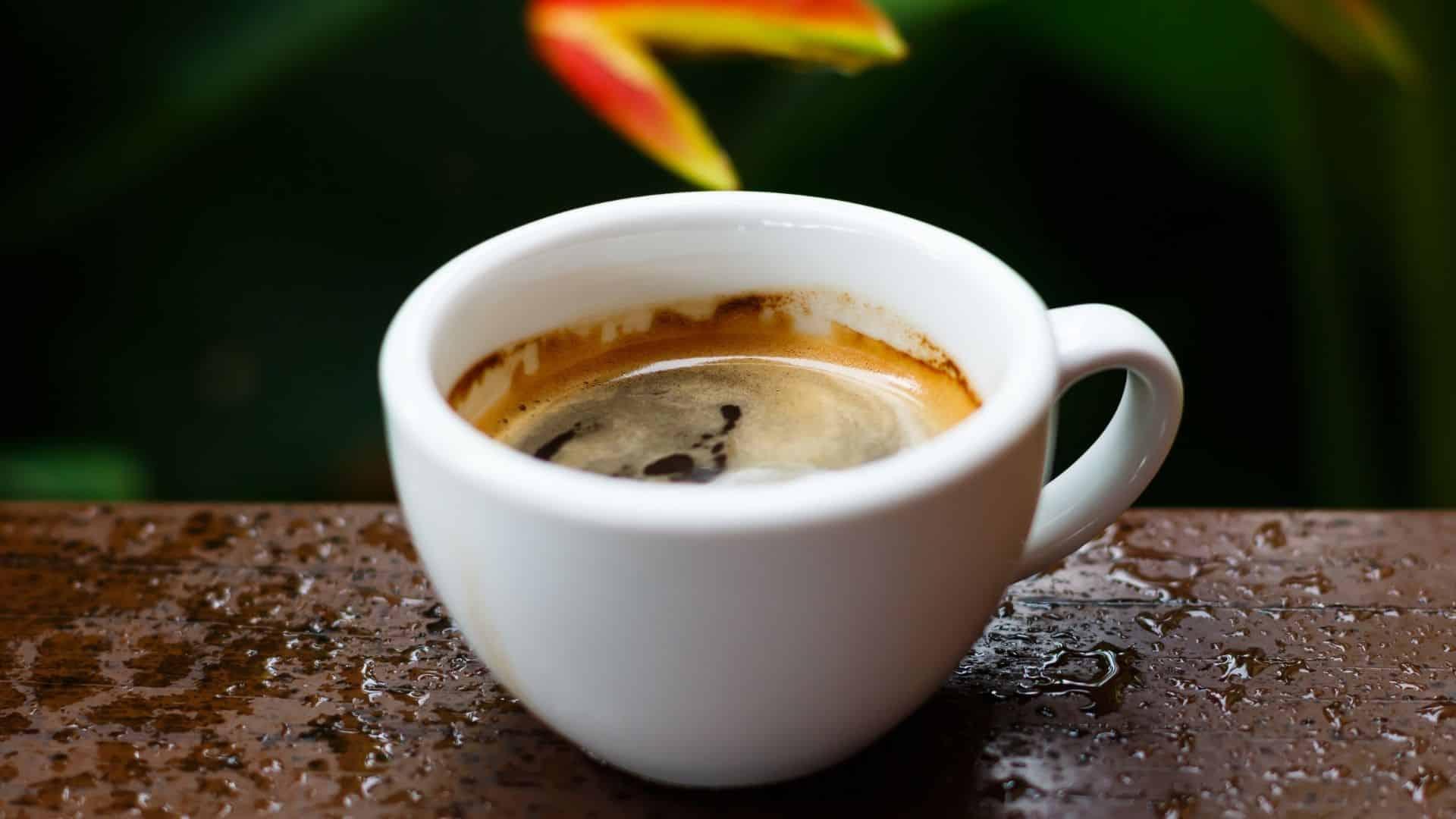 Mellékhatások - Ha szájon: kávé hatása a szervezetre VALÓSZÍNŰSÍTHETŐ SAFE legtöbb egészséges felnőttek fogyasztva mérsékelt mennyiségben (mintegy 4 csésze naponta). A koffeint tartalmazó kávé álmatlanságot, idegességet és nyugtalanságot, gyomorpanaszokat, hányingert és hányást, fokozott szív- és légzési ritmust, valamint egyéb mellékhatásokat okozhat.