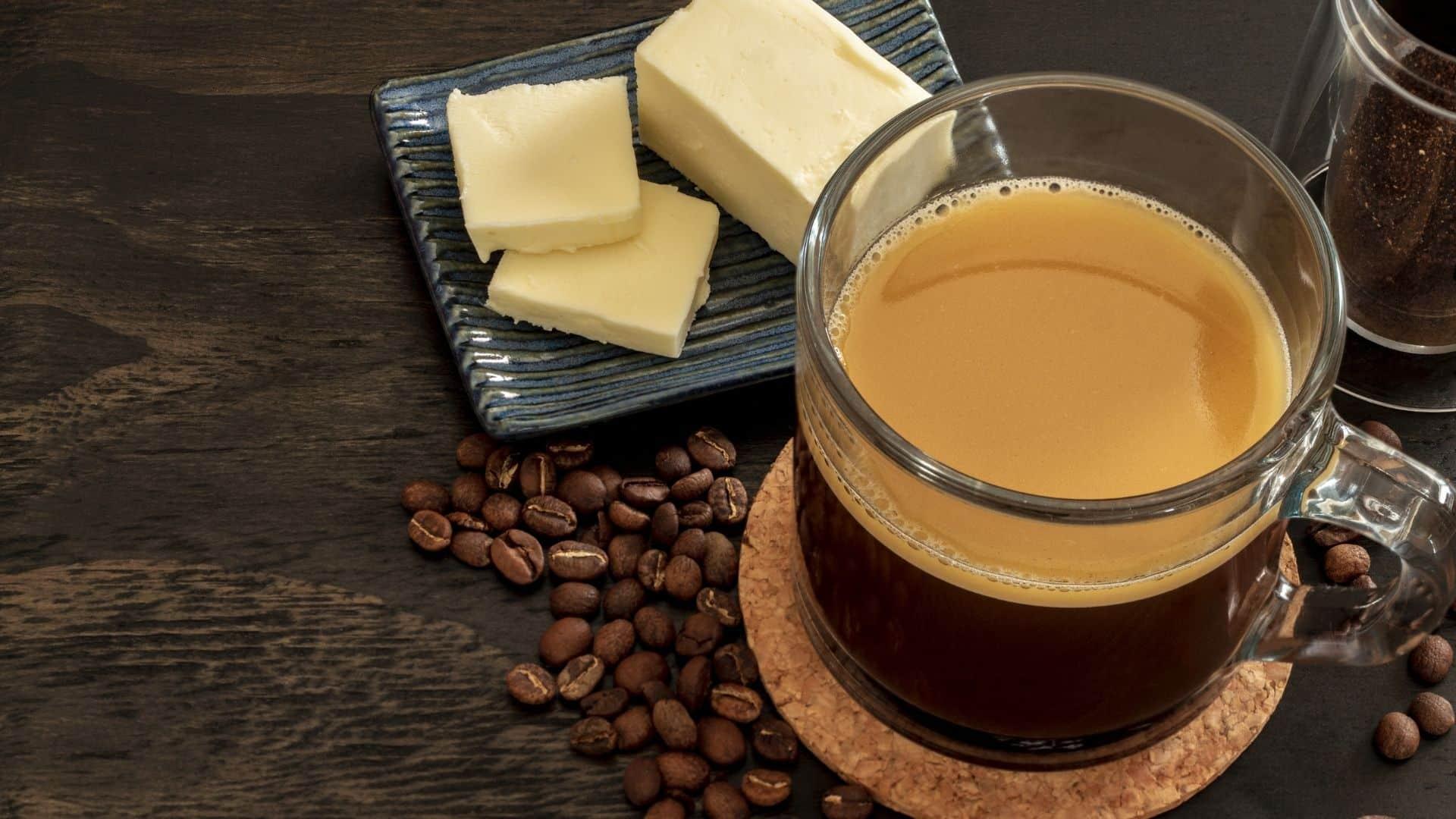 Nincs finomabb módszer a reggeli gyors megtörésére, mint egy finom csésze vajjal és MCT olajjal ellátott keto kávéval. Töltse ki az éhséget, és élvezze a megnövekedett energiát és szellemi összpontosítást minden finom csésze vaj kávéval. Olvassa el, és fedezze fel, hogy a zsíros kávé fogyasztása hogyan támogathatja az alacsony szénhidráttartalmú keto kávé étrendet. Megteszi, amit ígér? IGEN!