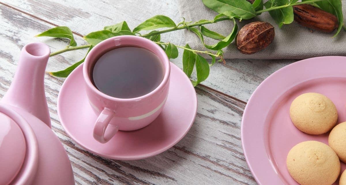 Az dió egy fa. A gyümölcs (dió) népszerű étel. A dióból, a héjból (héja) és a levélből gyógyszereket készítenek. Diófa levél tea hatása hasmenés, emésztőrendszeri gyulladások és bélférgek kezelésére szolgál. Egyébként vértisztító szerként is használják. Cikkünkben részletezük a diófa levél tea hatása és felhasználás és hatékonysággát.