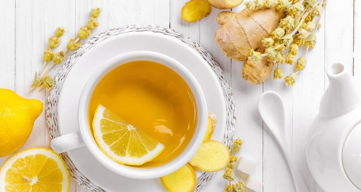 A gyömbér tea melegítő, élénkítő és fűszeres koffeinmentes alternatíva a fekete teához vagy kávéhoz, amelynek számos egészségügyi előnye van. A gyömbér egy ősi gyógynövény, amelyet a történelem során a gyógyászati előnyei miatt használtak, különösen emésztési zavarok, hányinger és mozgásszervi betegségek esetén. Ismertessük gyömbéres tea recept módját, hogyan készítsünk gyömbér teát.
