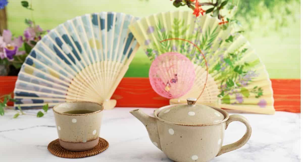 A sokféle kiváló minőségű japán zöld tea széles választéka. Ez az oldal segítséget nyújt azok számára, akik még nem ismerik a japán zöld teát, és szeretnék tudni, melyik teánk tetszhet a legjobban. Reméljük, hogy az által kínált különféle teafajtákkal kapcsolatos információk segítenek Önnek megtalálni a tökéletes teát.