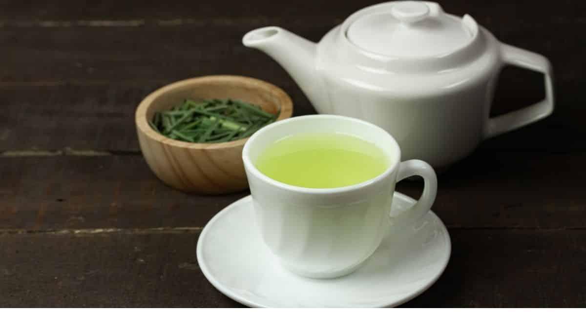 Az orvosi citromfű tea olyan ital, amely nemcsak nyugtató, de elképesztő előnyöket is kínál. Íme nyolc ok, amiért érdemes rendszeresen inni a citromfű teát.