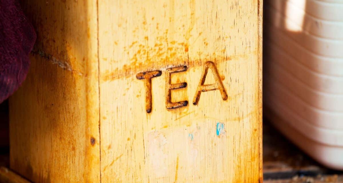 A tea válogatás fadobozban kiválóságát kínálja. Ez a prémium színű, fából készült teás láda nyolc rekesszel rendelkezik, hogy a legfinomabb főzeteket stílusosan tárolható.