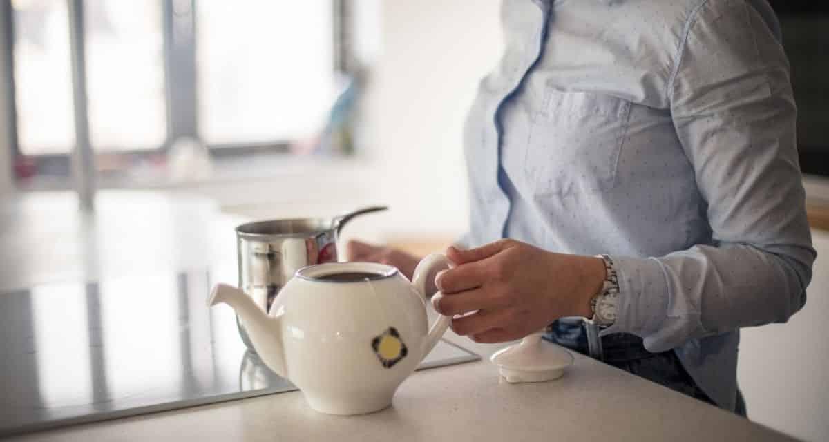 Sokan gőzölgő csésze kávéval kezdik a napot. De tudtad, mire jó a zöld tea, hogy egy csésze rengeteg előnnyel jár?